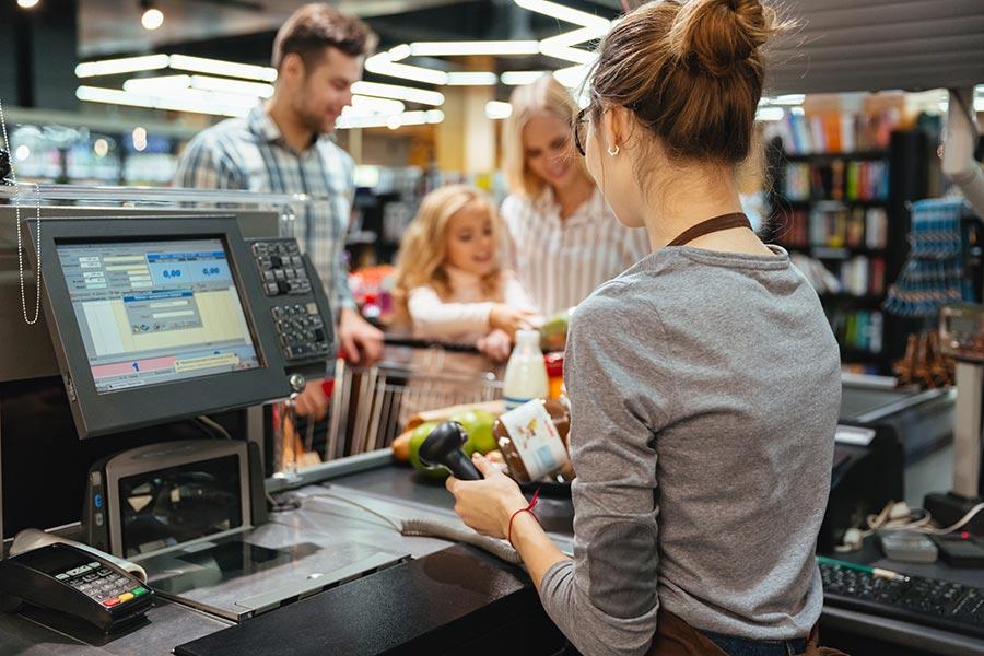 Verkäufer in Affing im Supermarkt EDEKA Schneider